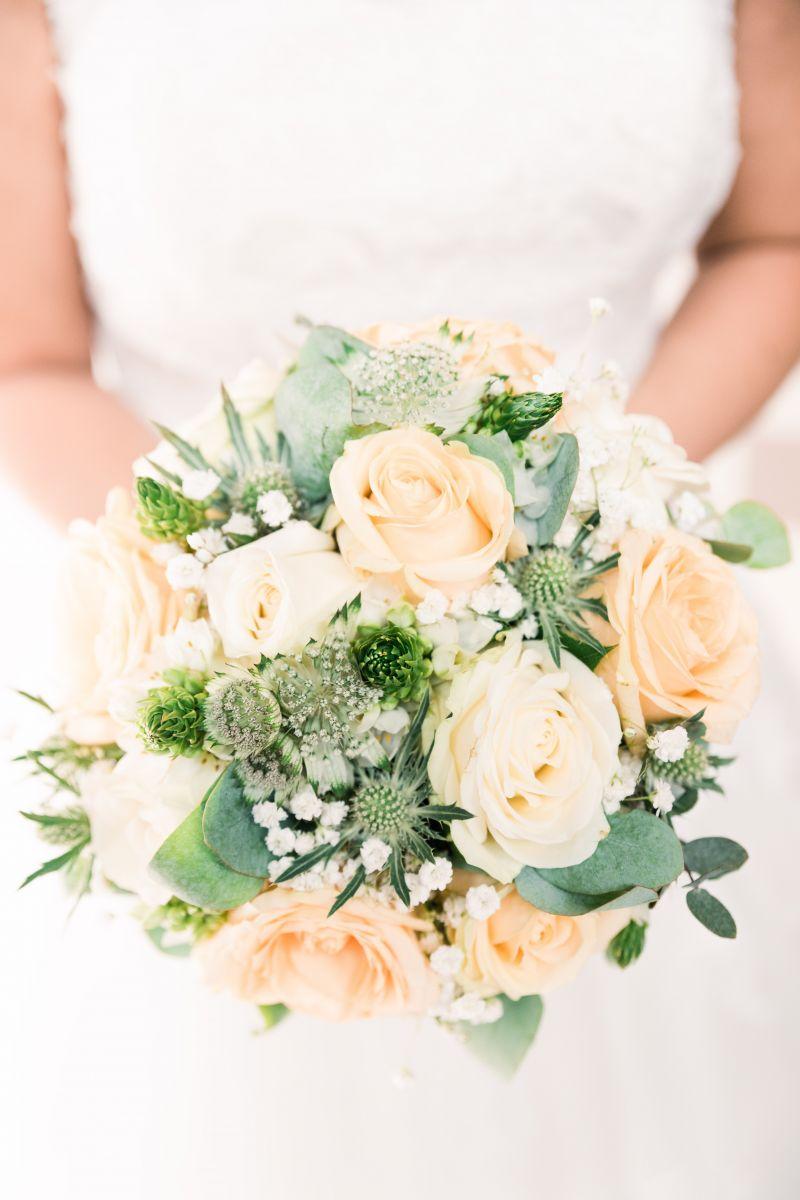 photographe mariage lille nord jeremy hourquin bouquet fleur lumiere robe.jpg