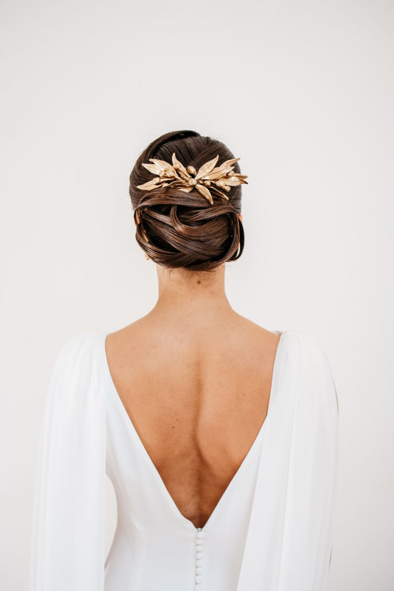 photographe mariage lille nord jeremy hourquin broche cheveux coiffure dos robe ferme oiseaux frevent.jpg