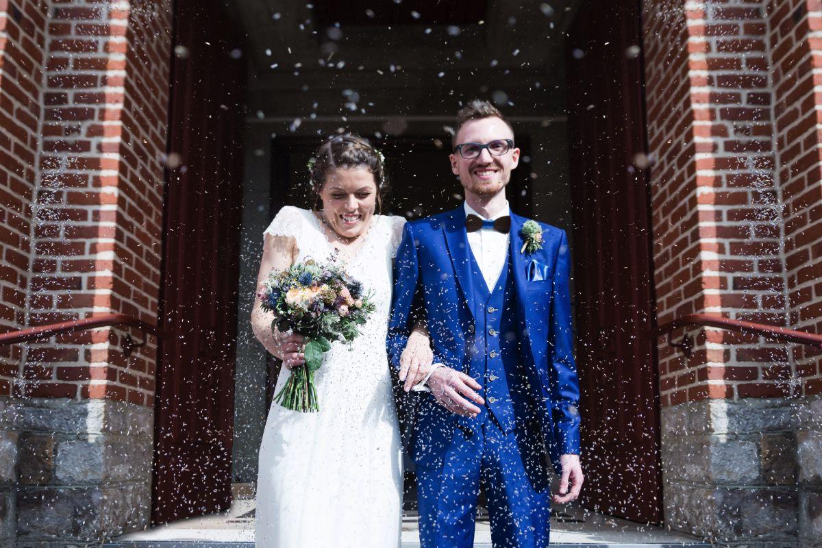 photographe mariage lille nord jeremy hourquin eglise lavance couple fleurs.jpg