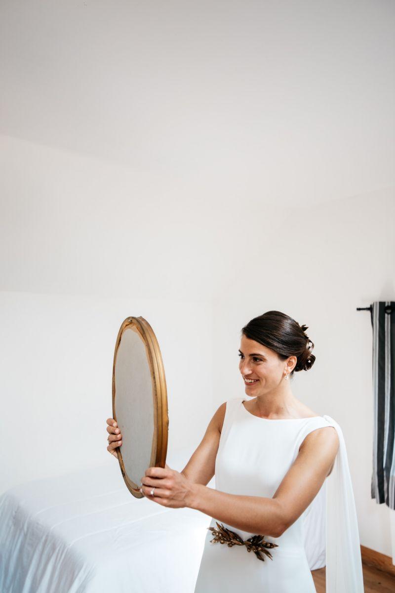 photographe mariage lille nord jeremy hourquin femme mariee miroir robe ferme oiseaux frevent.jpg