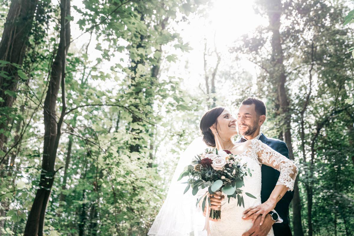 photographe mariage lille nord jeremy hourquin foret bois vert reflet soleil contre jour.jpg