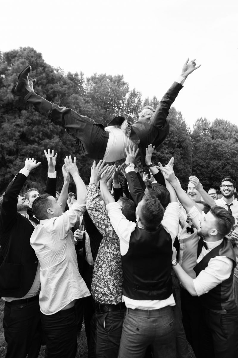 photographe mariage lille nord jeremy hourquin jete homme marie air invites.jpg