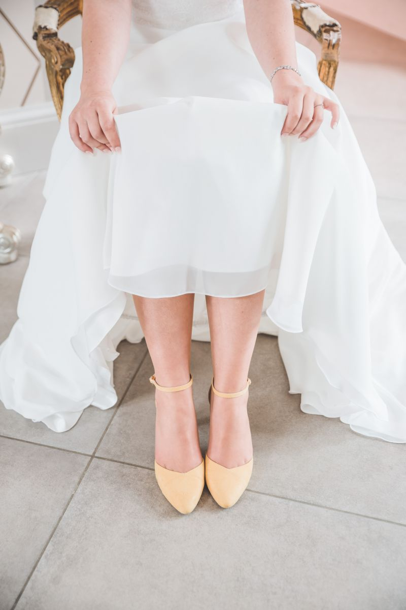 photographe mariage lille nord jeremy hourquin morbecque chaussure robe.jpg