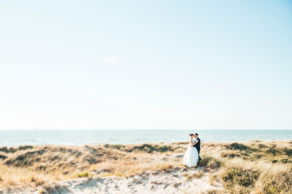 photographe mariage lille nord jeremy hourquin ocean couple plage apres after wedding.jpg